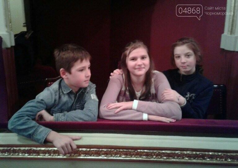 Новогоднее: облсовет пригласил маленьких жителей Черноморска в самый красивый театр Одессы, фото-6