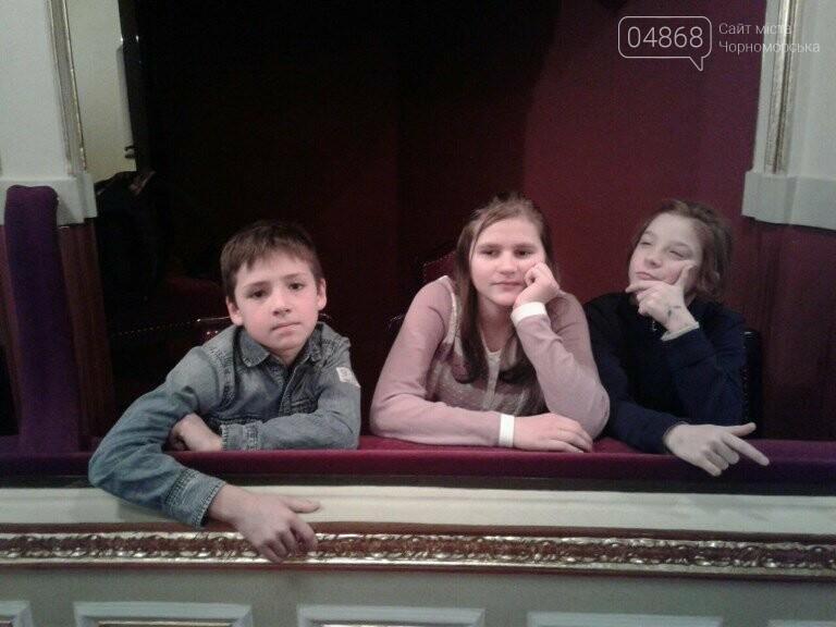Новогоднее: облсовет пригласил маленьких жителей Черноморска в самый красивый театр Одессы, фото-21