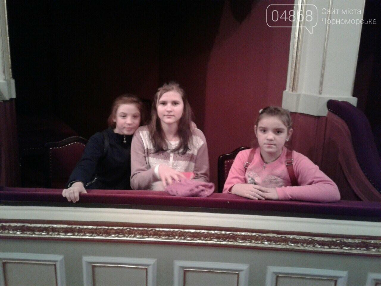 Новогоднее: облсовет пригласил маленьких жителей Черноморска в самый красивый театр Одессы, фото-22