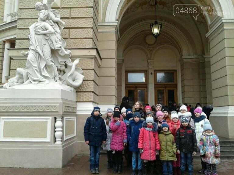 Новогоднее: облсовет пригласил маленьких жителей Черноморска в самый красивый театр Одессы, фото-7