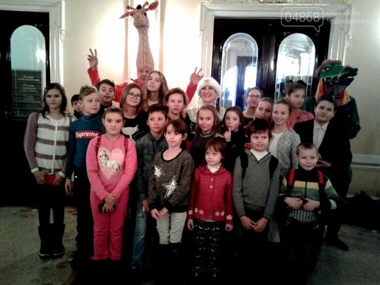 Новогоднее: облсовет пригласил маленьких жителей Черноморска в самый красивый театр Одессы, фото-12