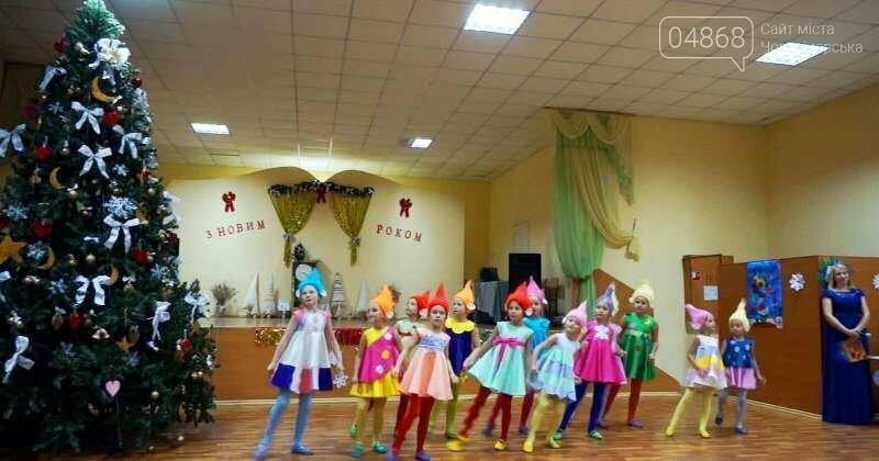 Эксклюзивные костюмы и яркие композиции: хореографическая студия «Радость» провела отчётный новогодний концерт для жителей Черноморска, фото-2