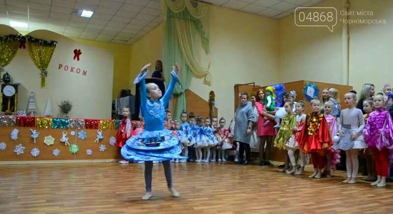 Эксклюзивные костюмы и яркие композиции: хореографическая студия «Радость» провела отчётный новогодний концерт для жителей Черноморска, фото-5