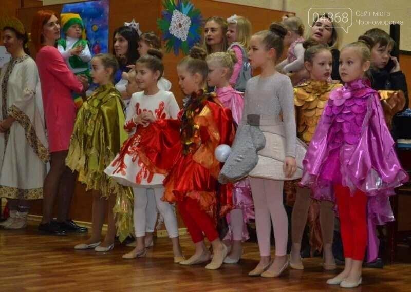 Эксклюзивные костюмы и яркие композиции: хореографическая студия «Радость» провела отчётный новогодний концерт для жителей Черноморска, фото-7