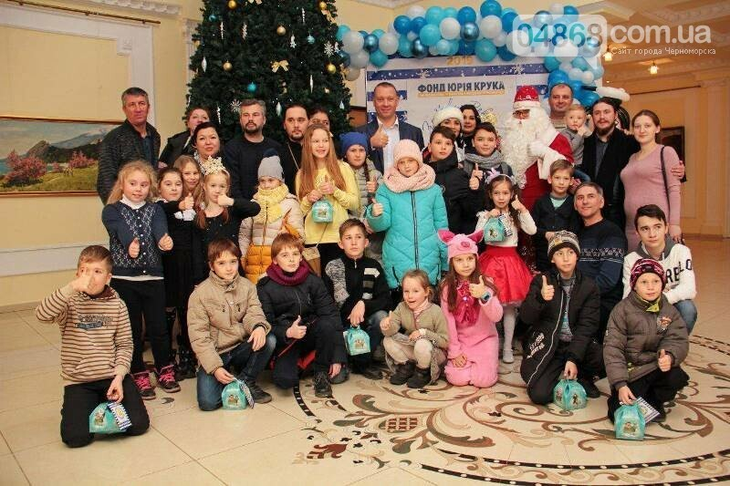 Юрий Крук поменял место работы – и стал помощником Деда Мороза для маленьких жителей Черноморска, фото-16