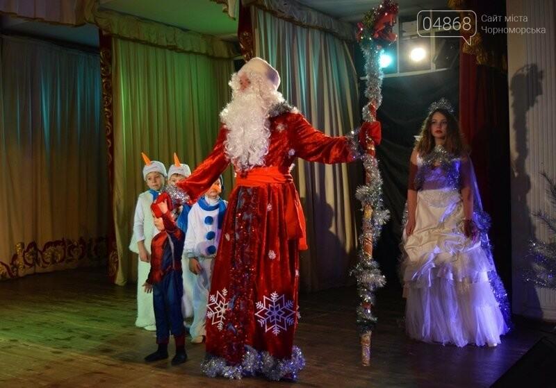 Юрий Крук поменял место работы – и стал помощником Деда Мороза для маленьких жителей Черноморска, фото-2