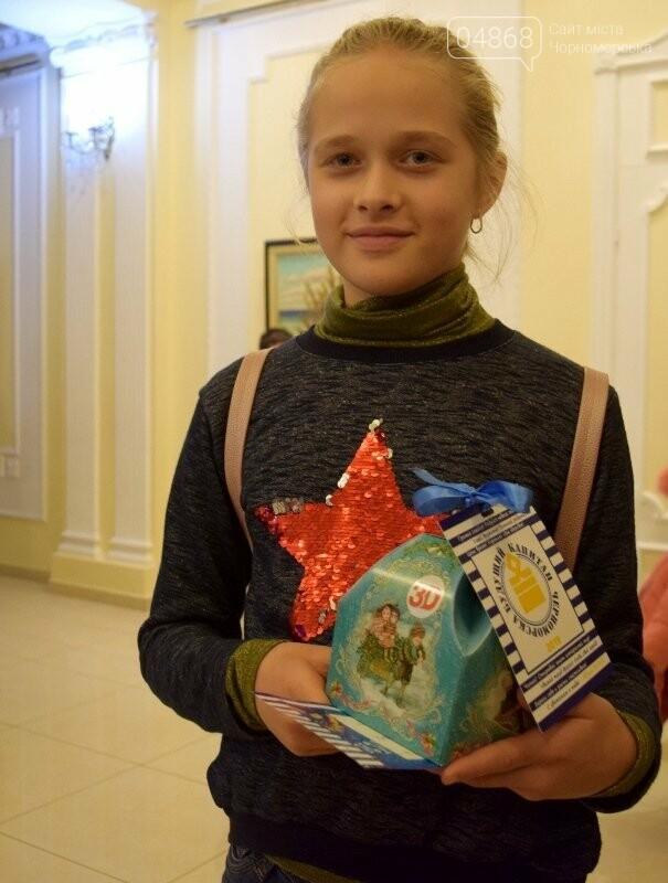 Юрий Крук поменял место работы – и стал помощником Деда Мороза для маленьких жителей Черноморска, фото-12