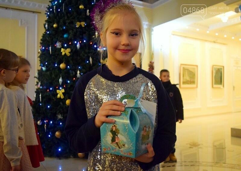 Юрий Крук поменял место работы – и стал помощником Деда Мороза для маленьких жителей Черноморска, фото-3