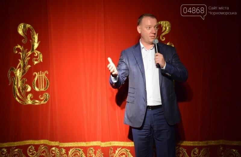Юрий Крук поменял место работы – и стал помощником Деда Мороза для маленьких жителей Черноморска, фото-14