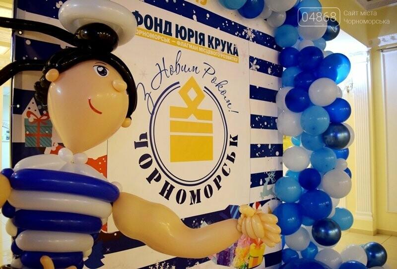 Юрий Крук поменял место работы – и стал помощником Деда Мороза для маленьких жителей Черноморска, фото-15