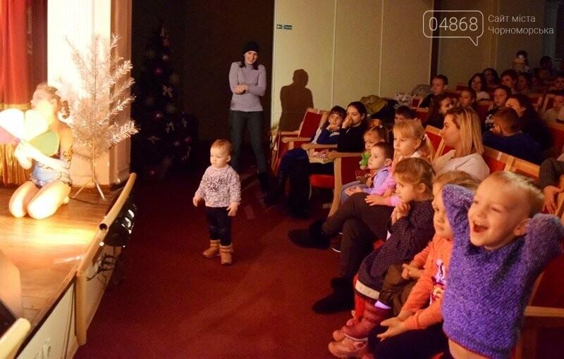 Юрий Крук поменял место работы – и стал помощником Деда Мороза для маленьких жителей Черноморска, фото-28