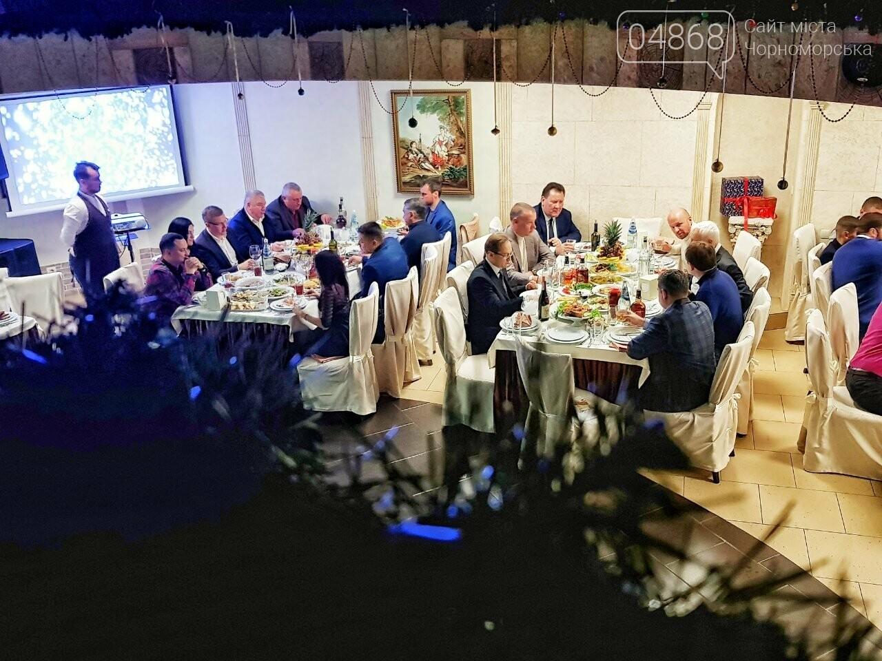 Руководство Ильичевского судоремонтного завода поздравляет с наступающими праздниками, фото-8