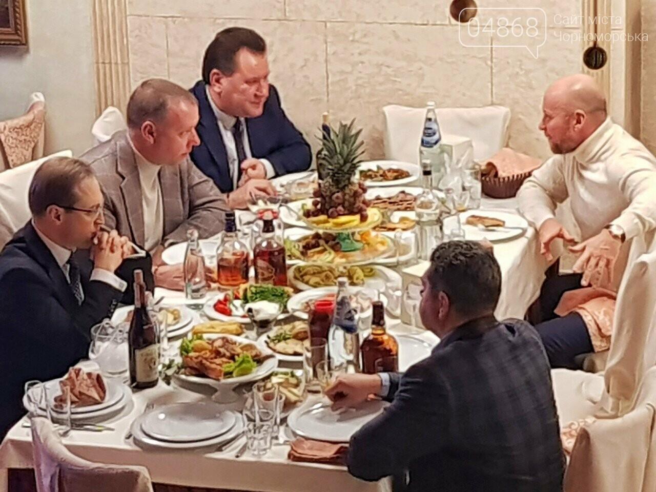 Руководство Ильичевского судоремонтного завода поздравляет с наступающими праздниками, фото-7