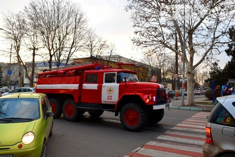 В последний день 2018 года в Черноморске произошёл серьёзный пожар, фото-1