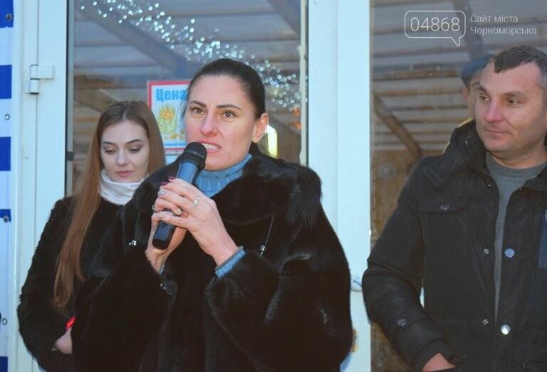 Дед Мороз на коньках и иллюминация от ООО «Люмьер»: в Черноморске прошёл праздник открытия ледового катка, фото-2