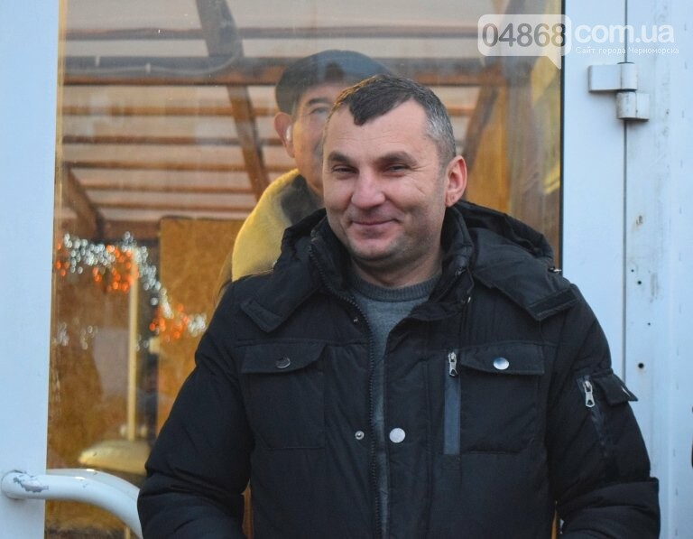 Дед Мороз на коньках и иллюминация от ООО «Люмьер»: в Черноморске прошёл праздник открытия ледового катка, фото-15