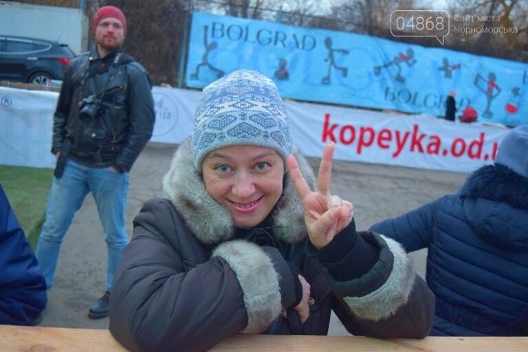 Дед Мороз на коньках и иллюминация от ООО «Люмьер»: в Черноморске прошёл праздник открытия ледового катка, фото-16