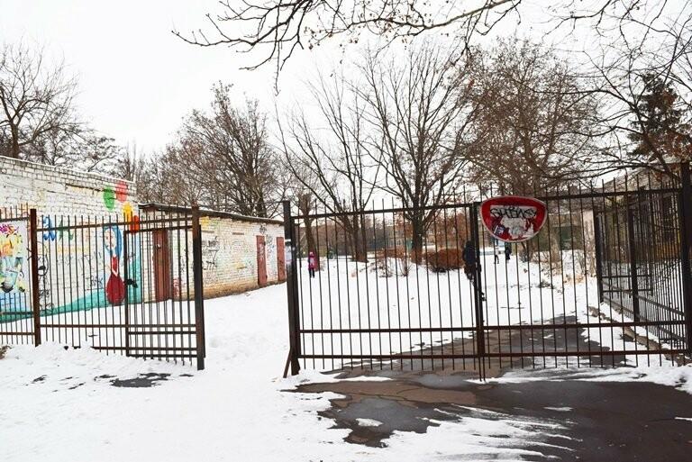 Кто и зачем заварил калитку на входе в одну из школ Черноморска? , фото-3