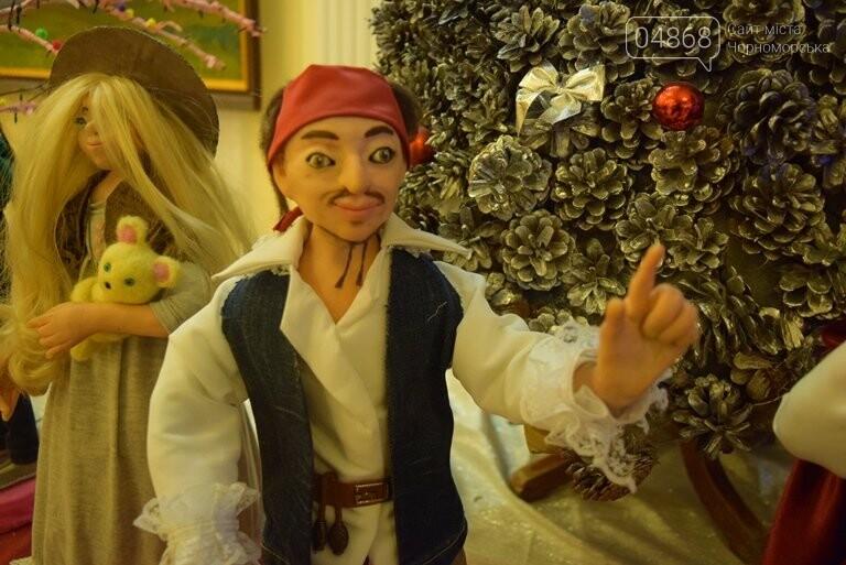 Куклы, картины и инсталяции: в Черноморске показали «Рождественские узоры», фото-9