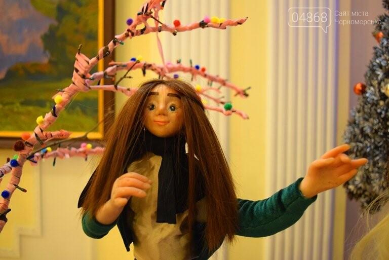 Куклы, картины и инсталяции: в Черноморске показали «Рождественские узоры», фото-4