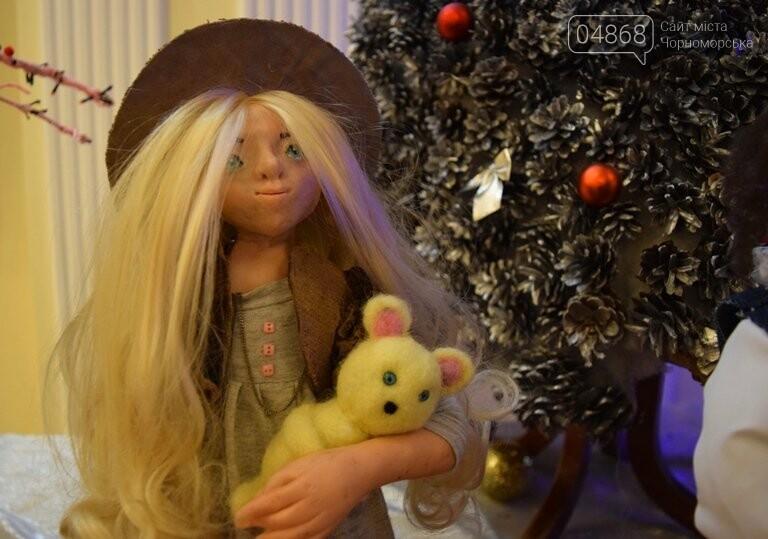 Куклы, картины и инсталяции: в Черноморске показали «Рождественские узоры», фото-5