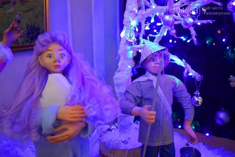 Куклы, картины и инсталяции: в Черноморске показали «Рождественские узоры», фото-16