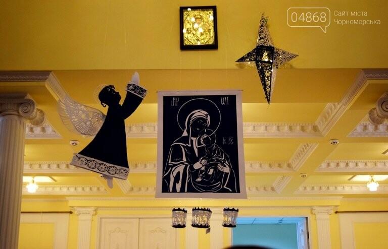 Куклы, картины и инсталяции: в Черноморске показали «Рождественские узоры», фото-17