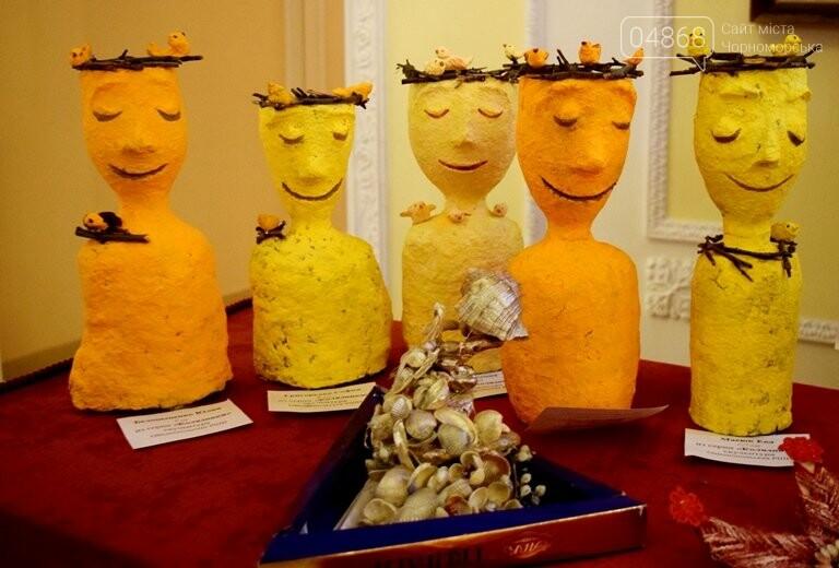Куклы, картины и инсталяции: в Черноморске показали «Рождественские узоры», фото-10