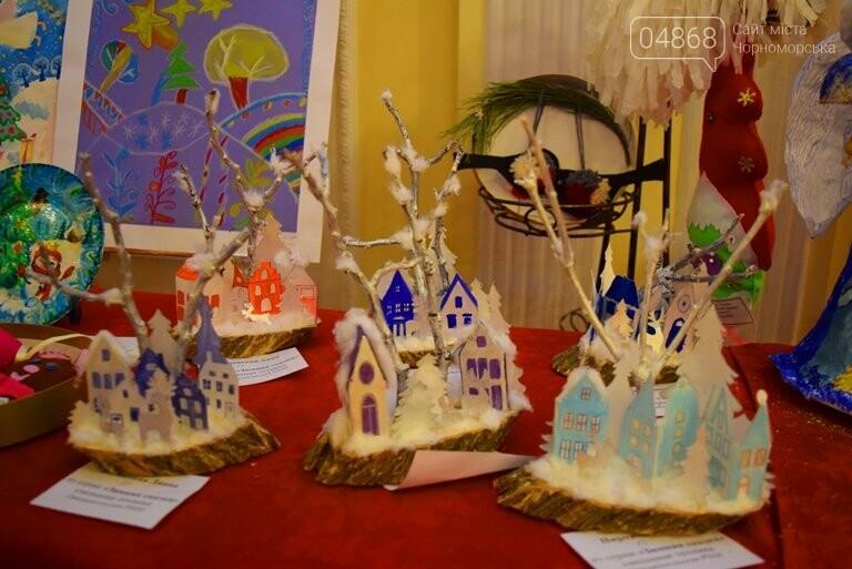 Куклы, картины и инсталяции: в Черноморске показали «Рождественские узоры», фото-18