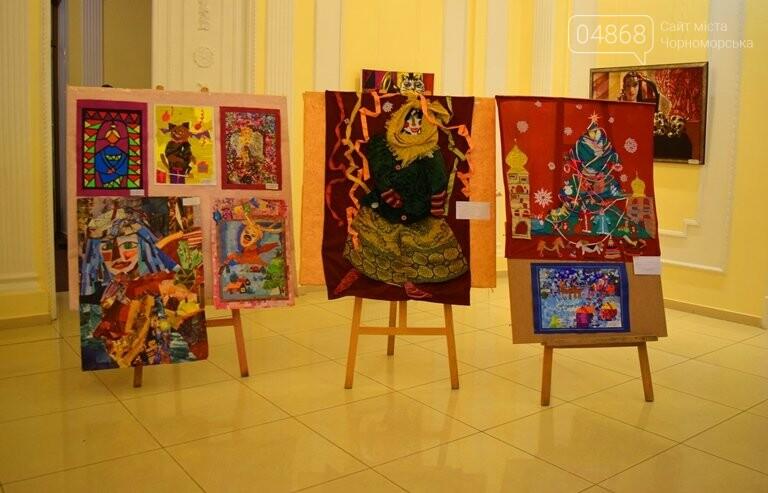 Куклы, картины и инсталяции: в Черноморске показали «Рождественские узоры», фото-20