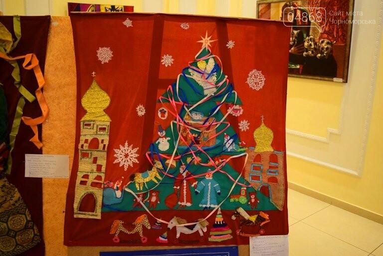 Куклы, картины и инсталяции: в Черноморске показали «Рождественские узоры», фото-21