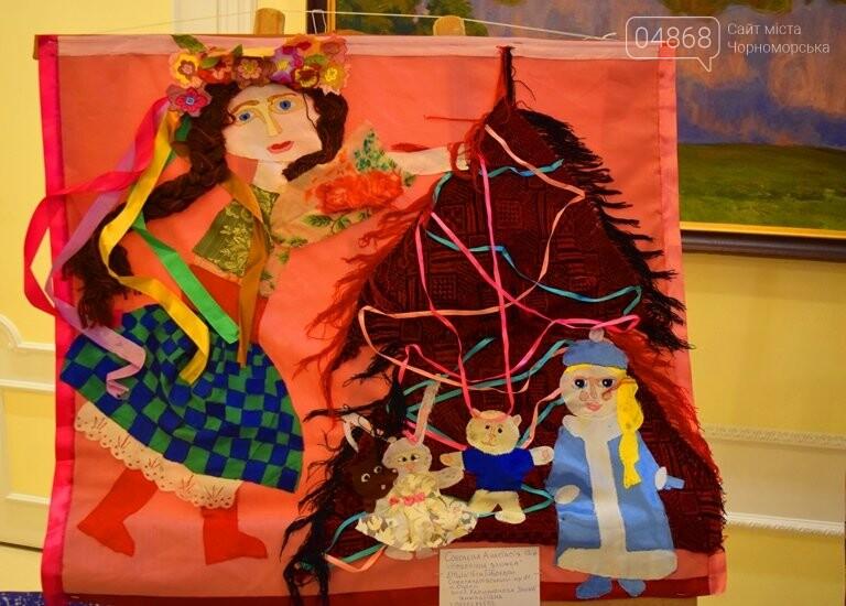 Куклы, картины и инсталяции: в Черноморске показали «Рождественские узоры», фото-27