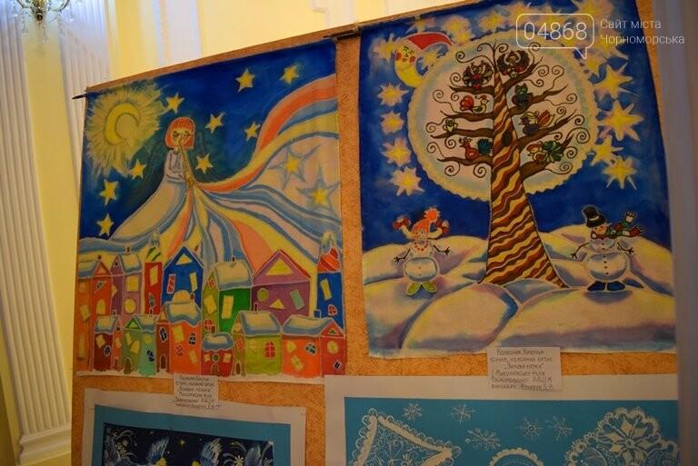 Куклы, картины и инсталяции: в Черноморске показали «Рождественские узоры», фото-28
