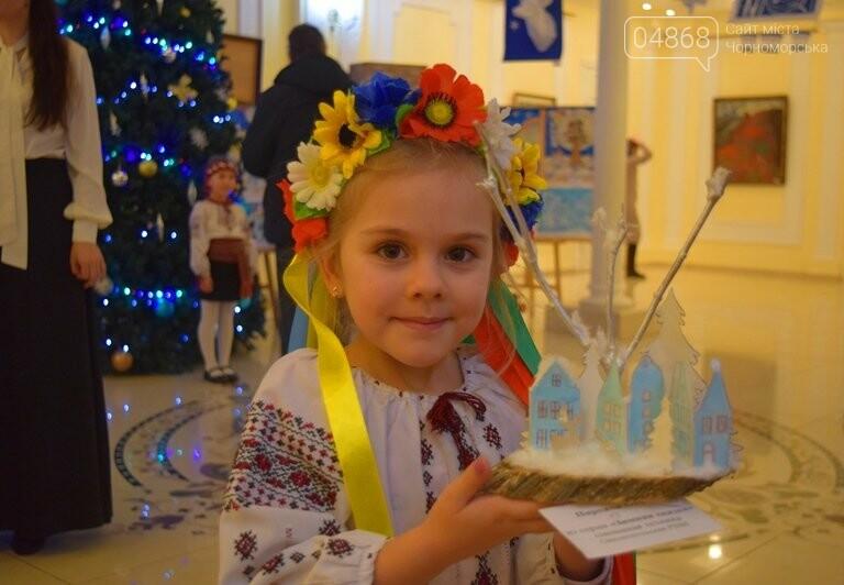 Куклы, картины и инсталяции: в Черноморске показали «Рождественские узоры», фото-3