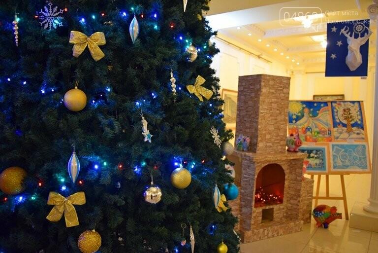 Куклы, картины и инсталяции: в Черноморске показали «Рождественские узоры», фото-32