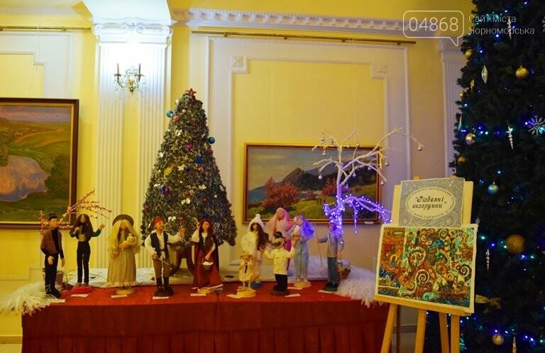 Куклы, картины и инсталяции: в Черноморске показали «Рождественские узоры», фото-25