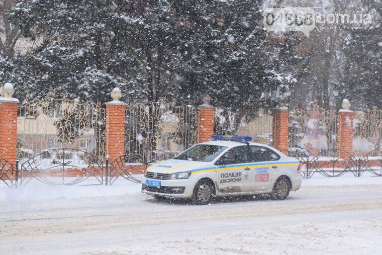Снег и гололёд: о ситуации на дорогах Черноморска, фото-2