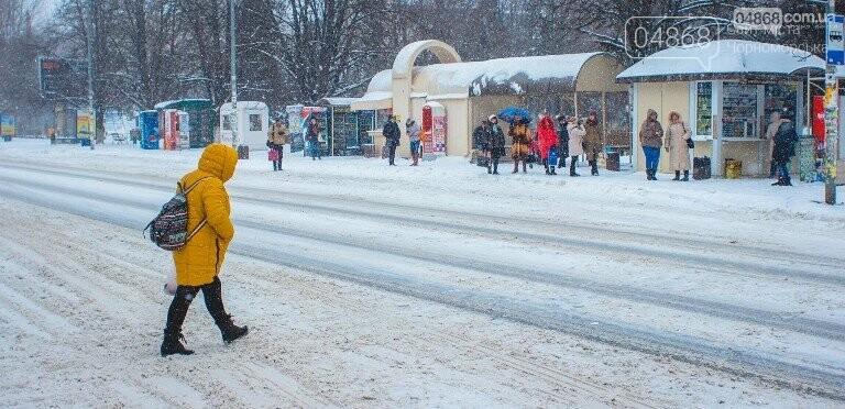 Снег и гололёд: о ситуации на дорогах Черноморска, фото-1