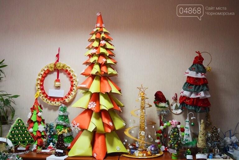 В Черноморске назвали самые красивые «Альтернативные ёлки», фото-15