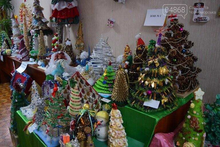 В Черноморске назвали самые красивые «Альтернативные ёлки», фото-17