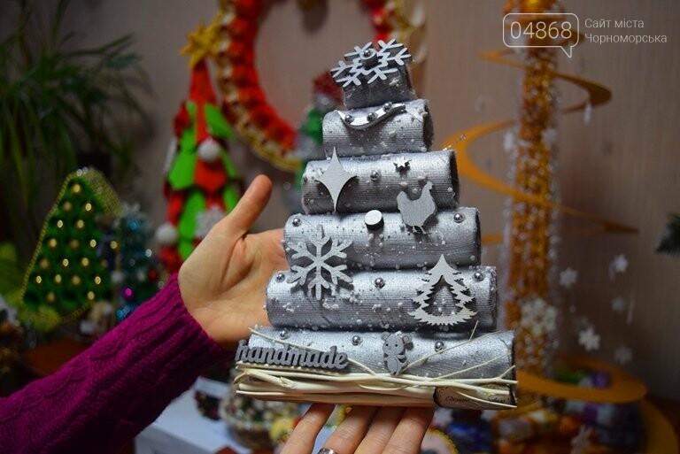 В Черноморске назвали самые красивые «Альтернативные ёлки», фото-11