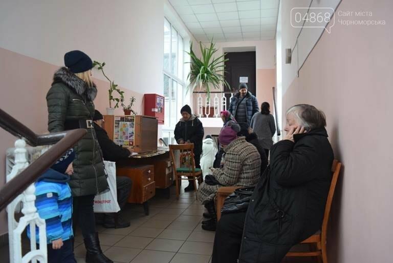 Сотни пенсионеров пришли в Управление социальной политики Черноморска (видео), фото-4