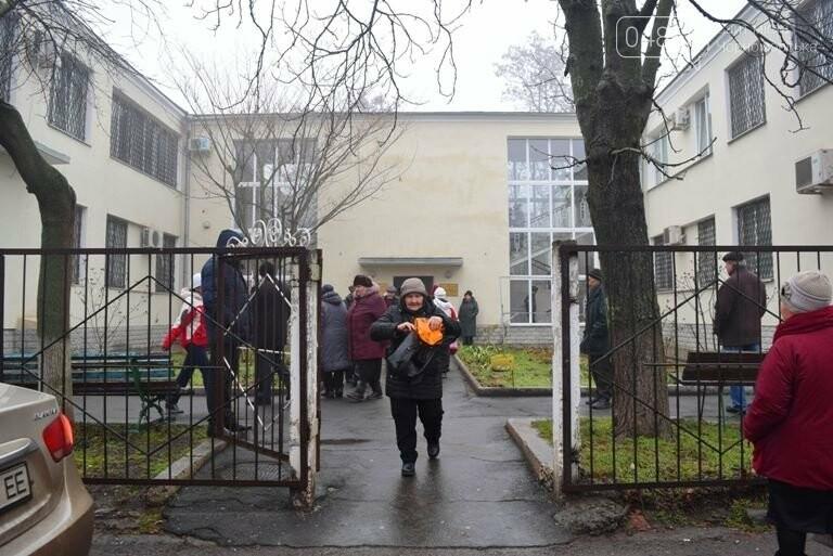Сотни пенсионеров пришли в Управление социальной политики Черноморска (видео), фото-2