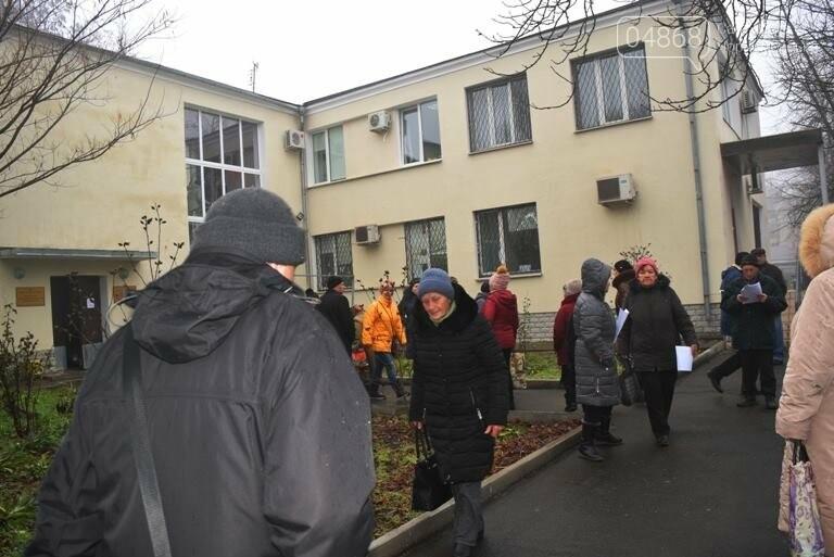 Сотни пенсионеров пришли в Управление социальной политики Черноморска (видео), фото-5