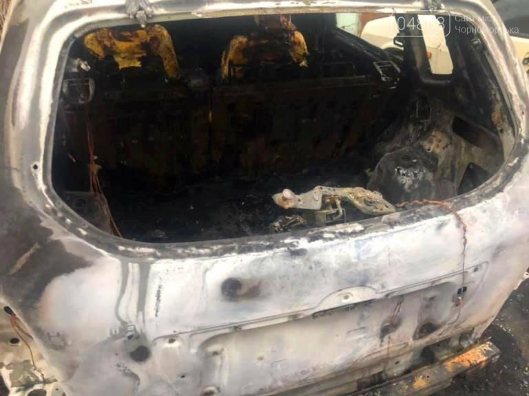 Жаркая ночь: в Черноморске снова горели машины, фото-5