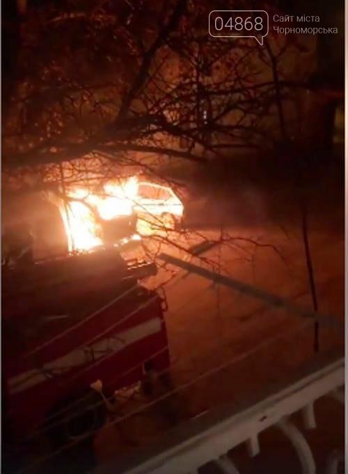 Жаркая ночь: в Черноморске снова горели машины, фото-7