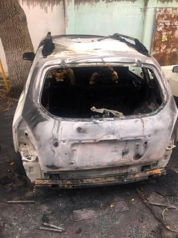 Жаркая ночь: в Черноморске снова горели машины, фото-4