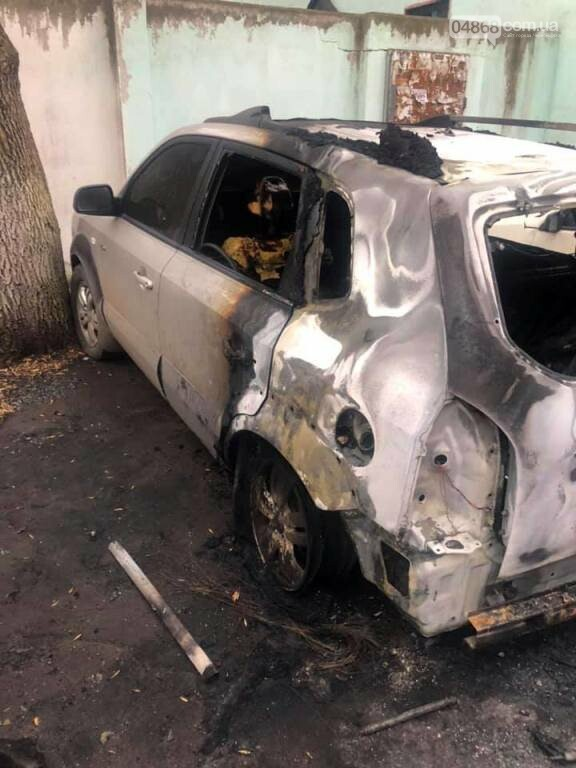 Жаркая ночь: в Черноморске снова горели машины, фото-2