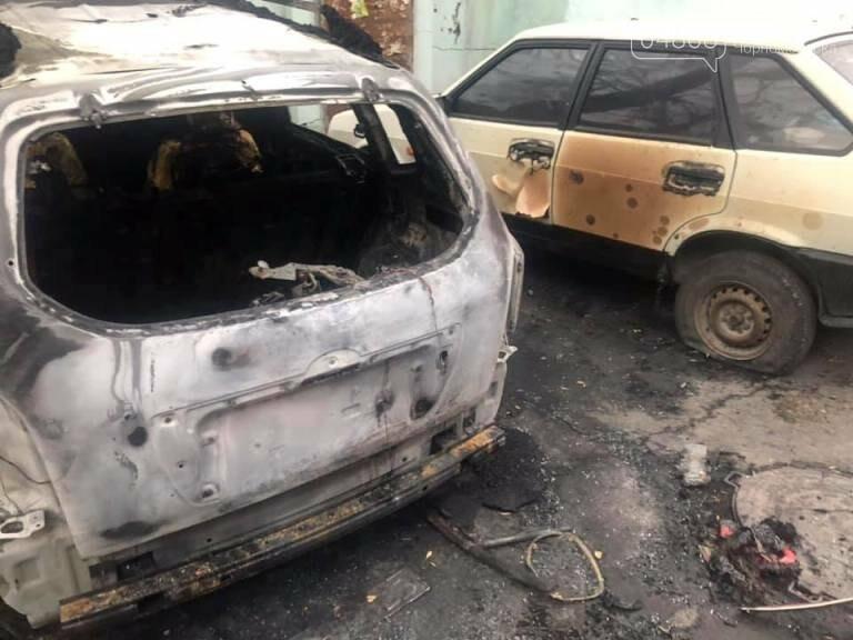 Жаркая ночь: в Черноморске снова горели машины, фото-3