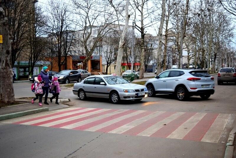Насколько безопасны пешеходные переходы у школ Черноморска?, фото-11